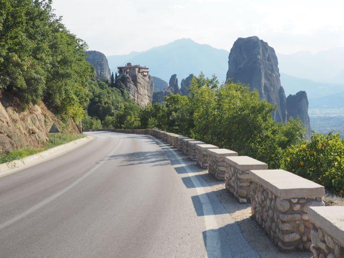 メテオラ巡りの道路