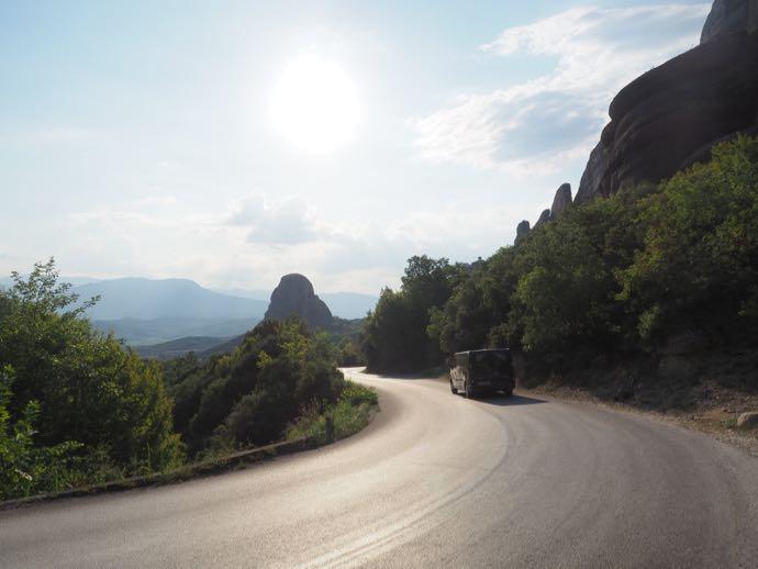奇岩群のなかを歩くメテオラコース
