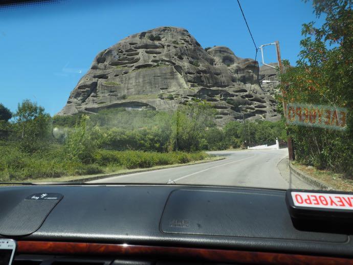 タクシーから眺める奇岩