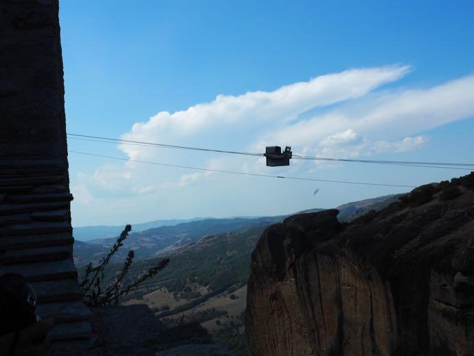 女子ひとり旅 メテオラ Meteora メガロ・メテオロン修道院 現役の滑車
