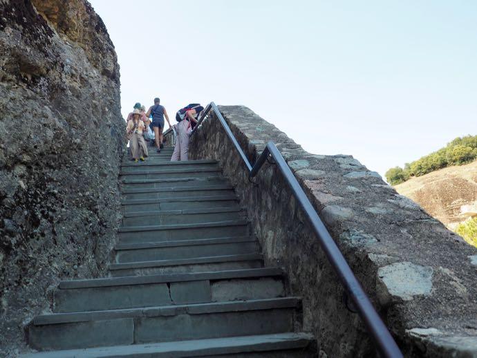 急勾配な階段