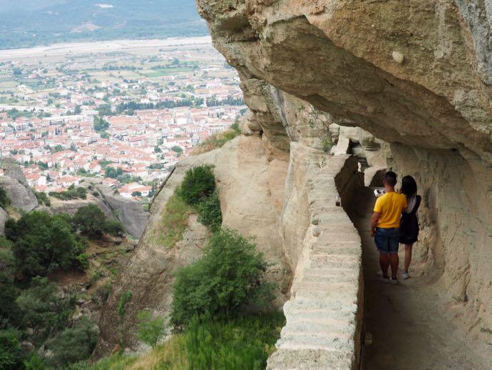 アギア・トリアダ修道院から眺めるカランバカ市街
