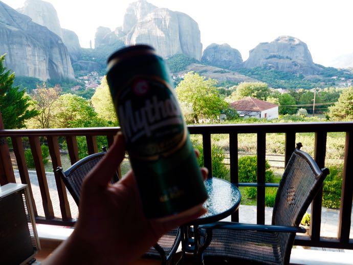 メテオラを眺めながらビール