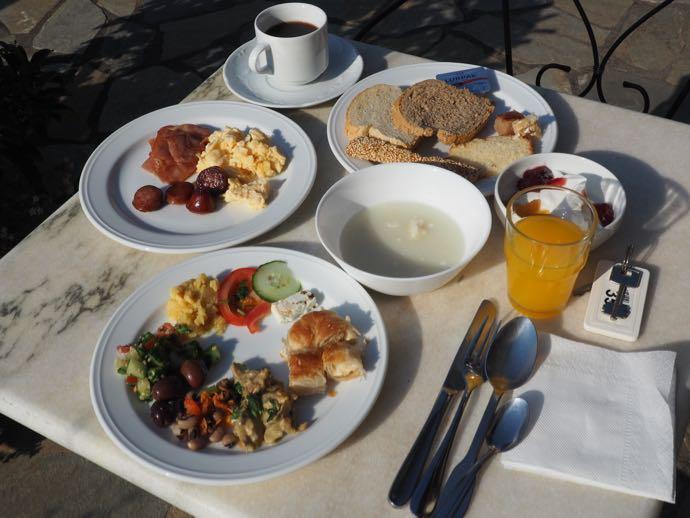 テラスで食べる朝食