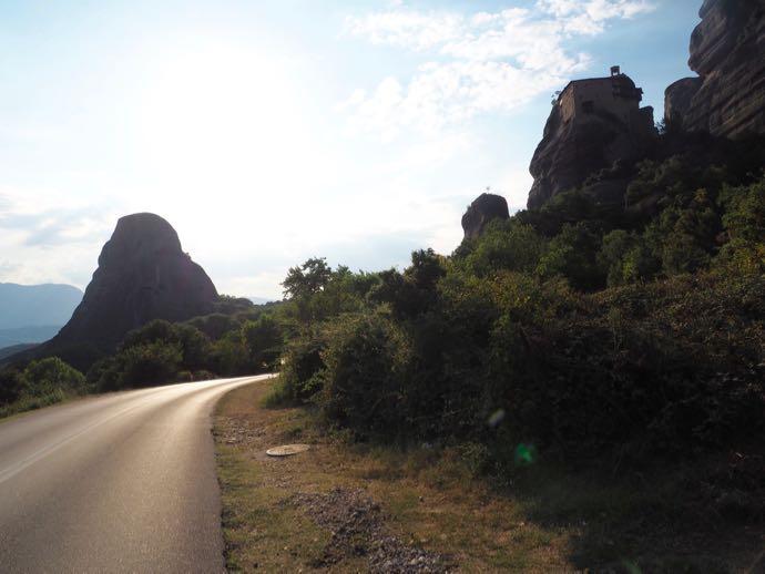 メテオラ巡りの道