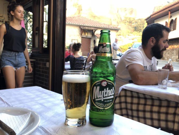 テラス席で飲むビール