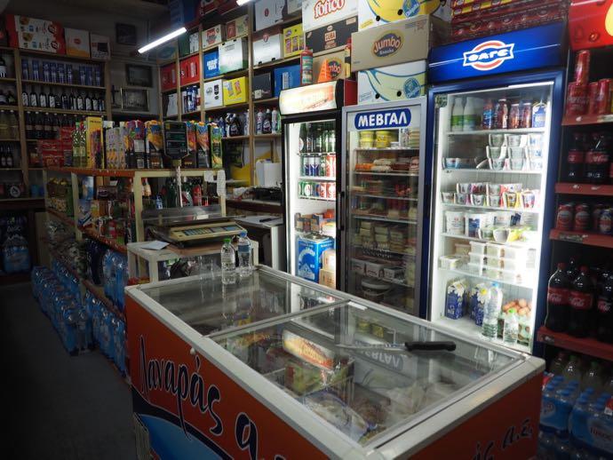 スーパーマーケットの商品棚