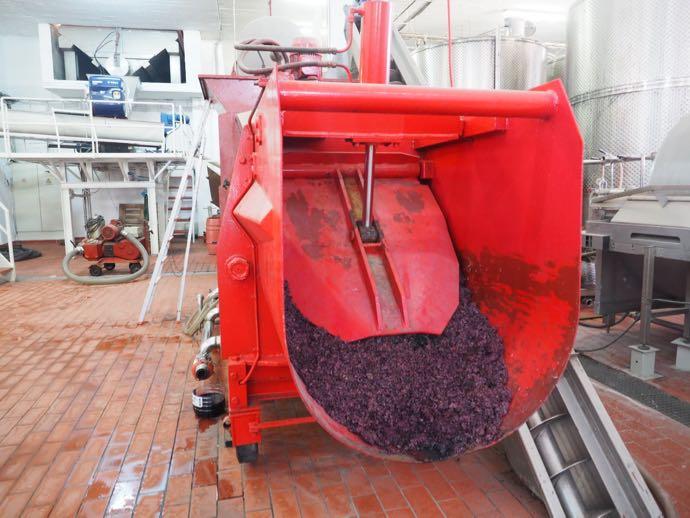 ブドウを圧搾する機械