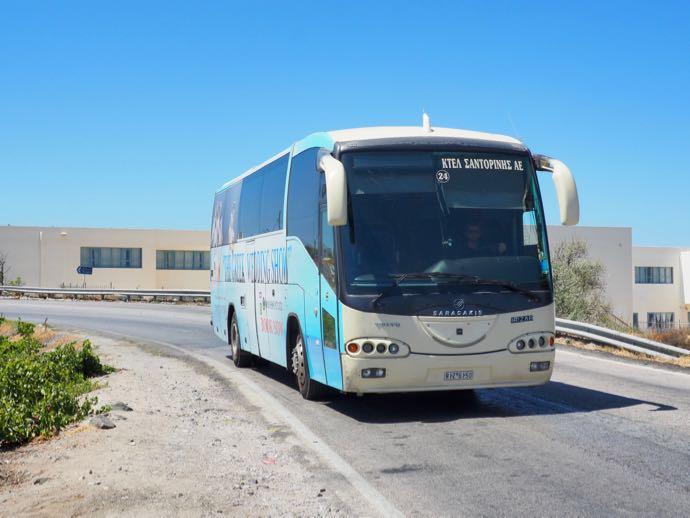 到着したフィラ行きのバス