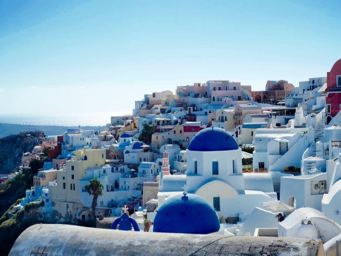 白壁の美しいイラの街並み