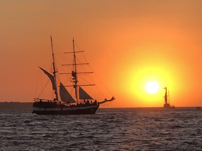 エーゲ海に沈む夕日