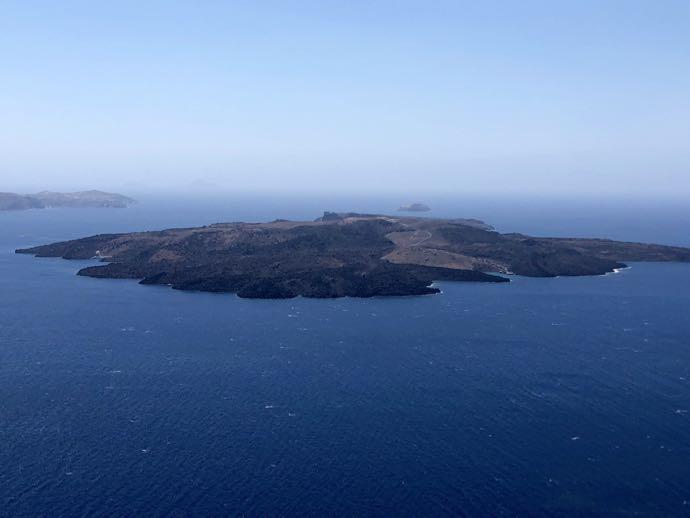 ネア・カメニ島