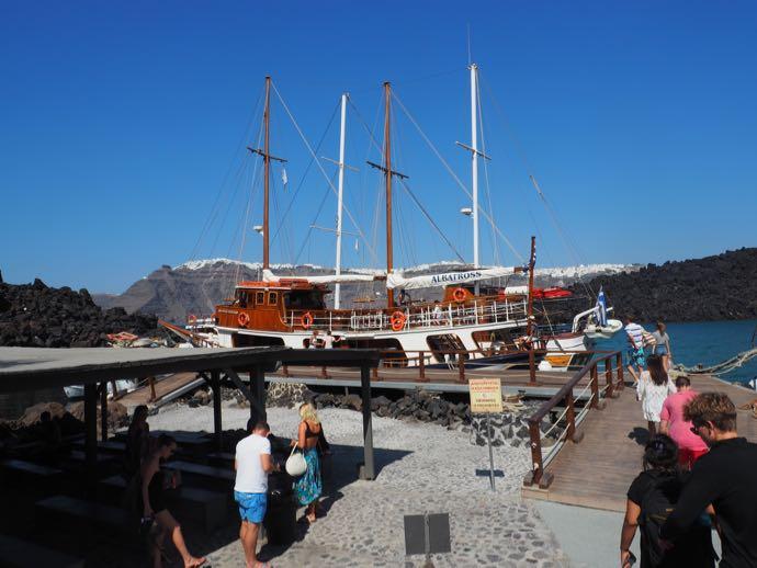ネア・カメニ島の船着場