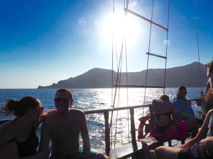 エーゲ海クルーズを楽しむ乗客