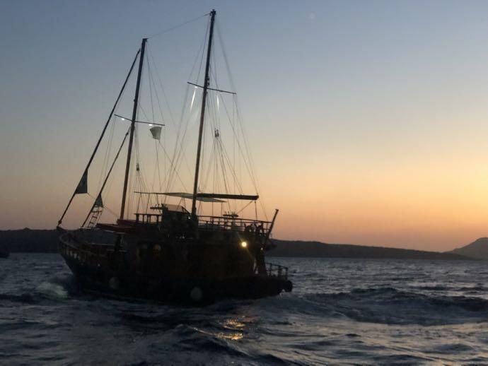エーゲ海に浮かぶ伝統の船