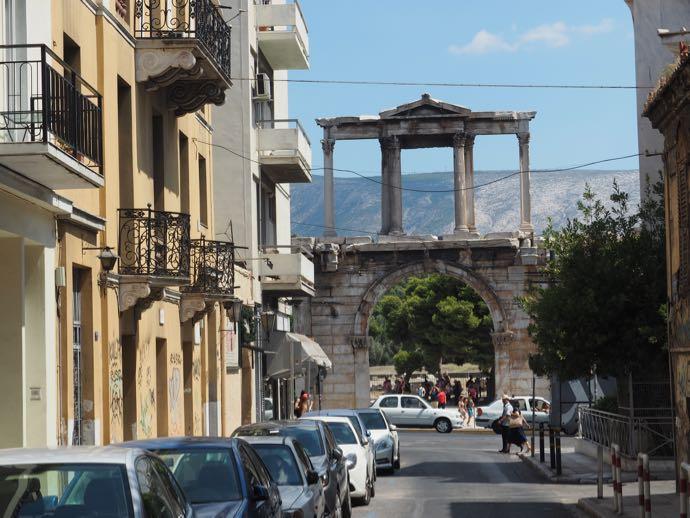 市内から見たハドリアヌスの門