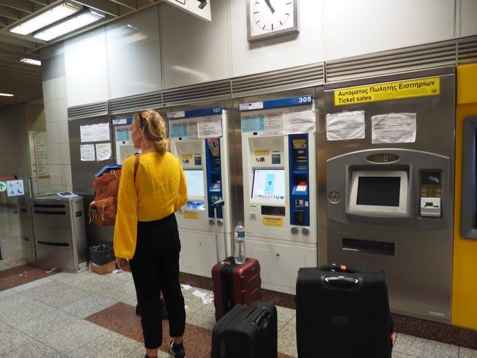 アテネ地下鉄駅の券売機