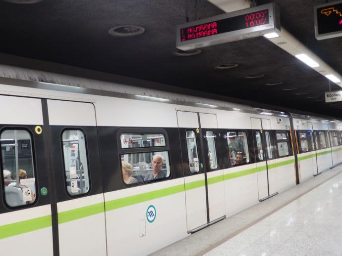 機能的で最新タイプの地下鉄の車両