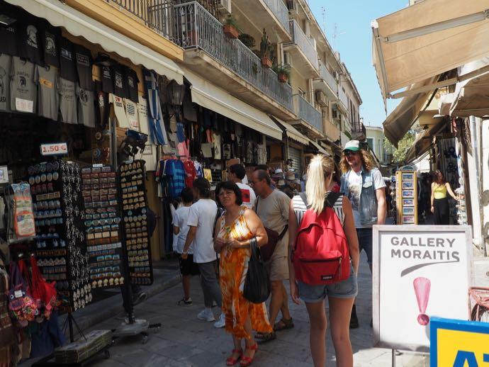アテネ市街に並ぶお土産ショップ