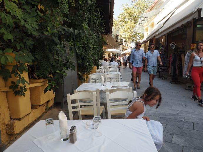アテネで出会った白いワンピースの少女