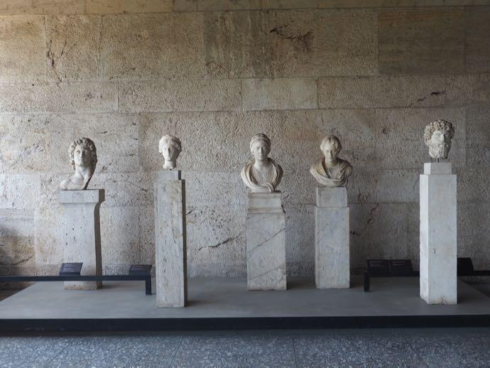 古代アゴラの美術館