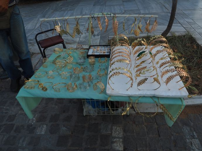 露店で販売される月桂樹のカチューシャ
