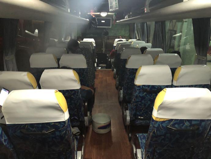夜行バスの座席