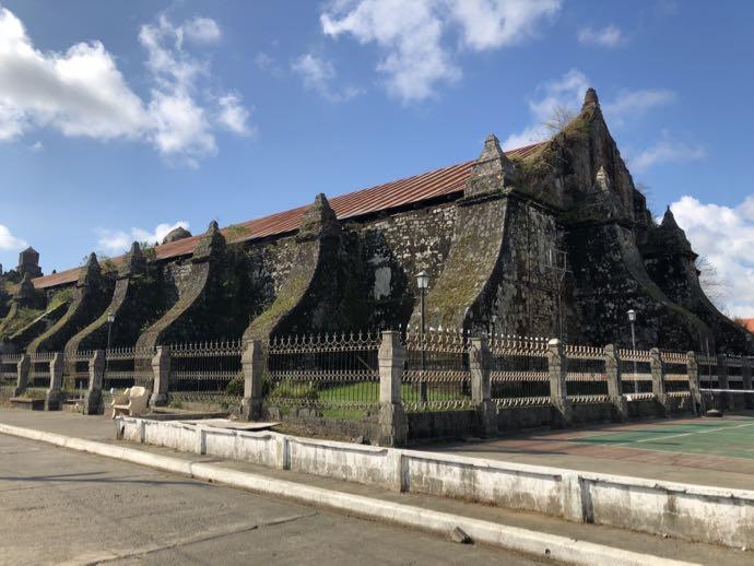 パオアイ教会の裏側