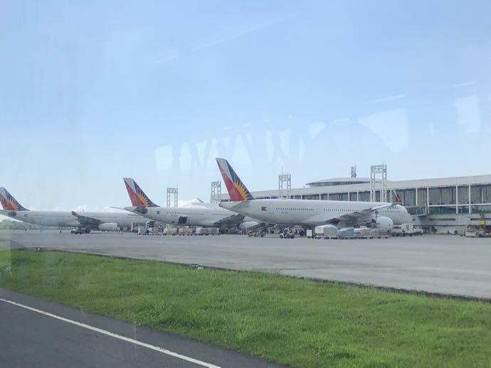 ニイノ・アキノ空港の移動中も楽しい