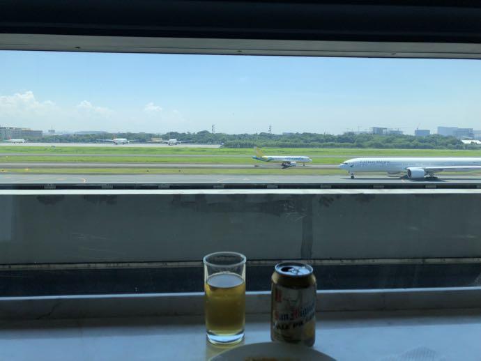 マニラ・ニノイ・アキノ国際空港 SKY VIEW LOUNGEの窓