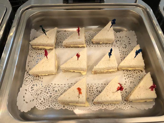 マニラ・ニノイ・アキノ国際空港 PACIFIC CLUB LOUNGEのサンドイッチ