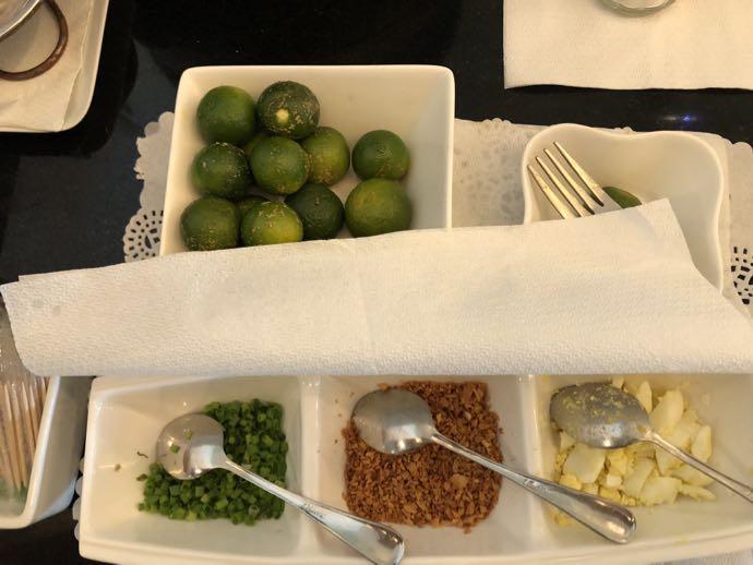 マニラ・ニノイ・アキノ国際空港 PACIFIC CLUB LOUNGEの粥のトッピング