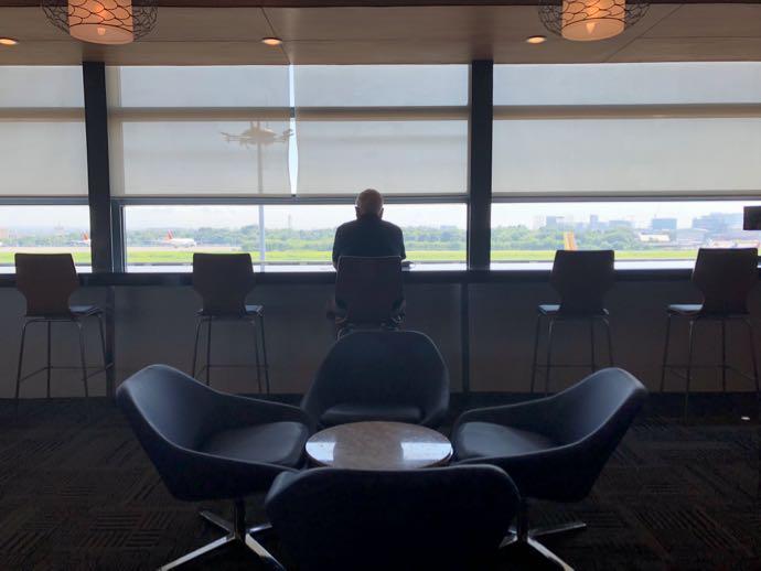 マニラ・ニノイ・アキノ国際空港 PACIFIC CLUB LOUNGEのカウンター席がおすすめ