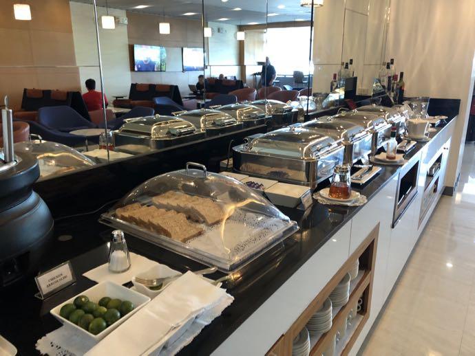 マニラ・ニノイ・アキノ国際空港 PACIFIC CLUB LOUNGEの軽食ラインナップ