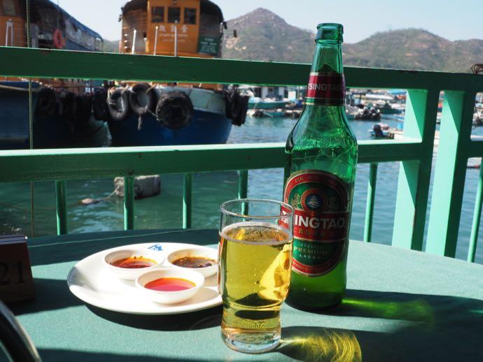 瓶ビールと海鮮料理