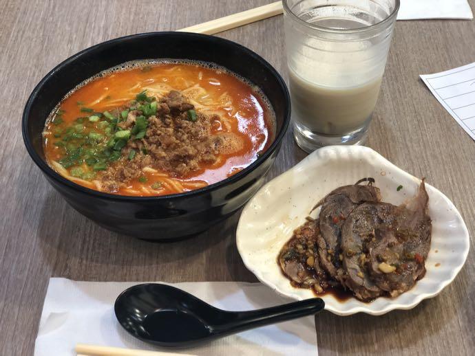 濰京坊の担々麺セット、豆乳つき