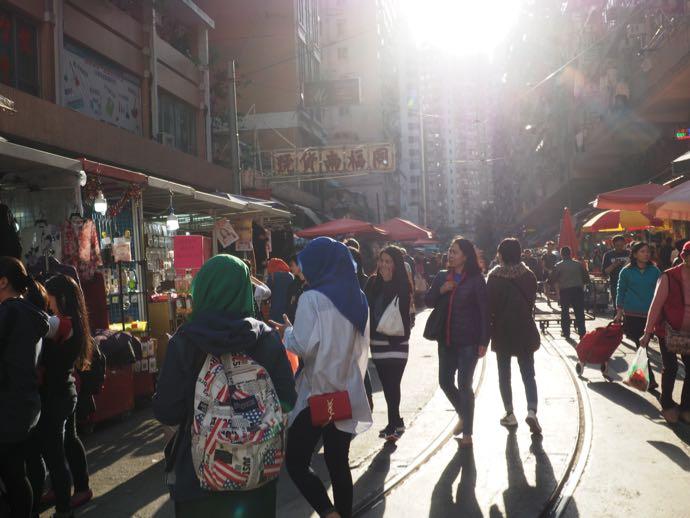 女性たちで賑わう春秧街マーケット