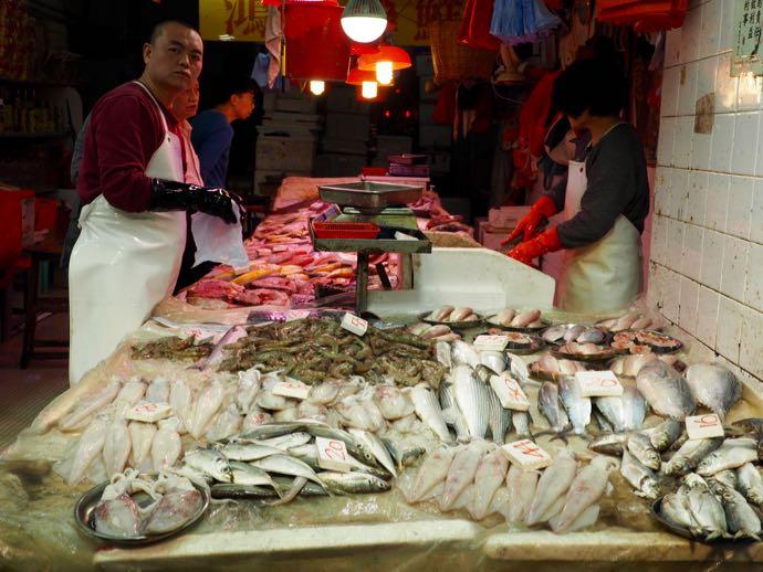 春秧街マーケットの魚屋