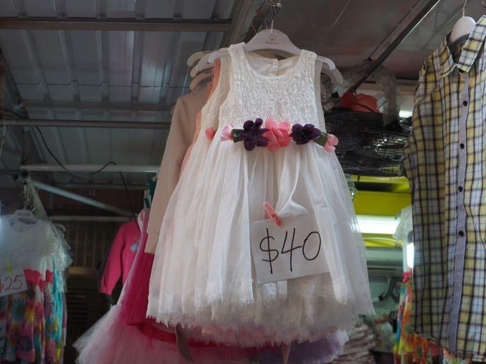 春秧街マーケットでは衣類が激安、女の子のワンピースも