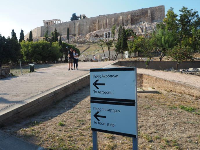 パルテノン神殿入場後の案内板