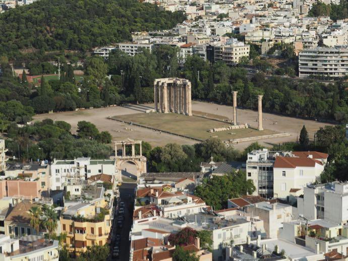 アクロポリスから眺めるゼウス神殿