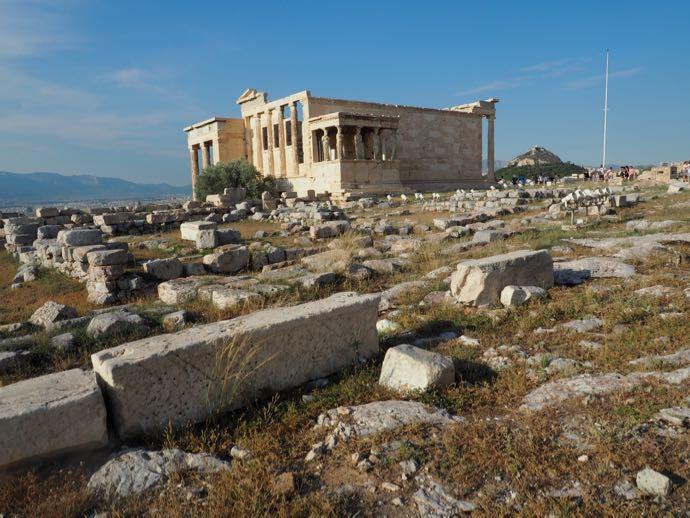 アクロポリスの丘に転がる岩石