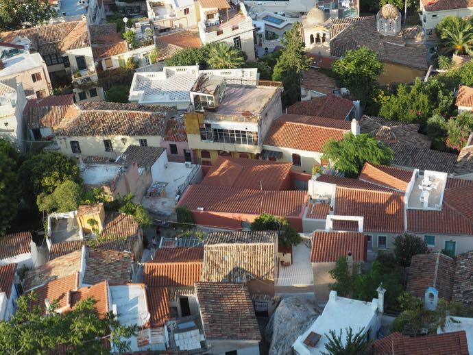 隙間なくひしめくアテネ市街の住宅