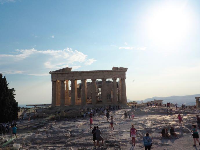パルテノン神殿のたつ頂上の広場