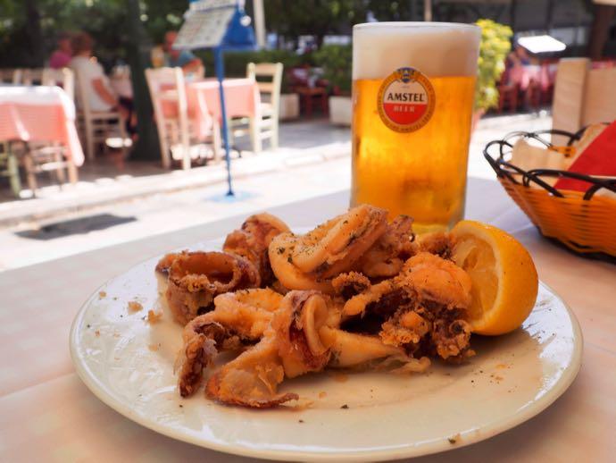 ビールとカラマリア