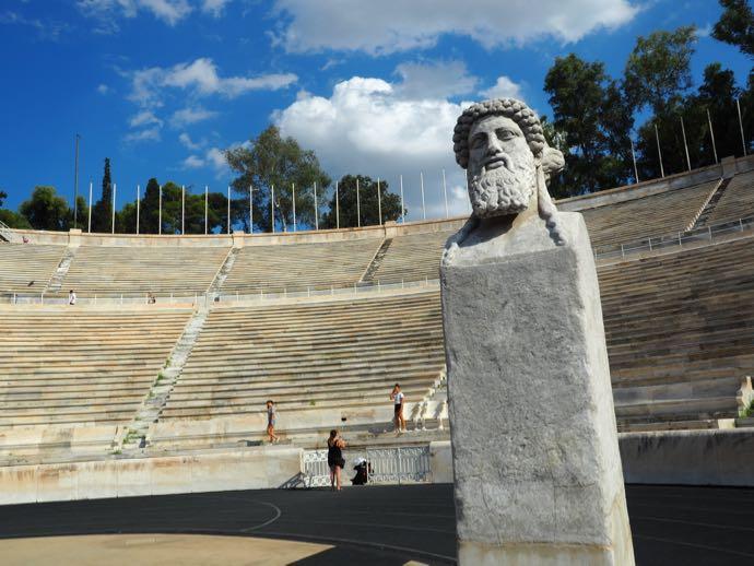 パナティナイコ・スタジアムの石像