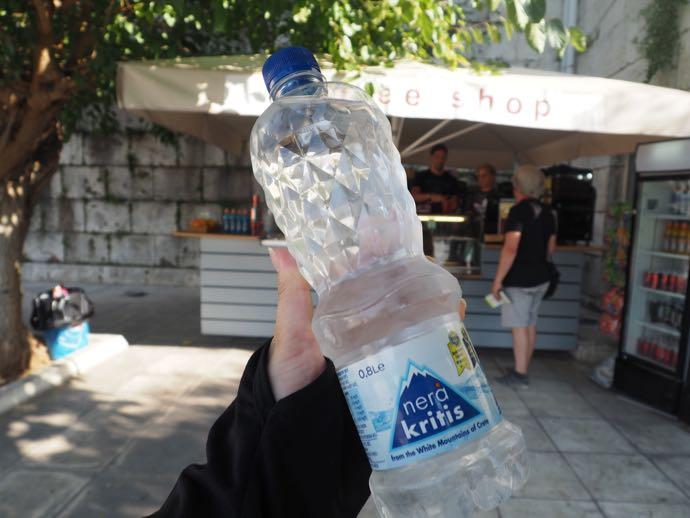 売店で販売されている水