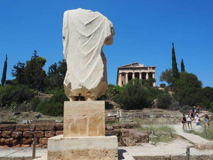 古代アゴラの頭部が落ちた銅像