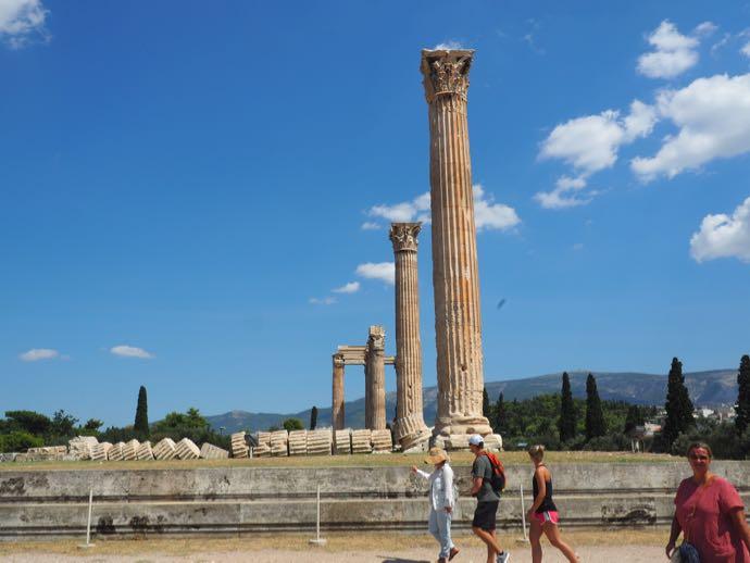 ゼウス神殿の倒れた円柱