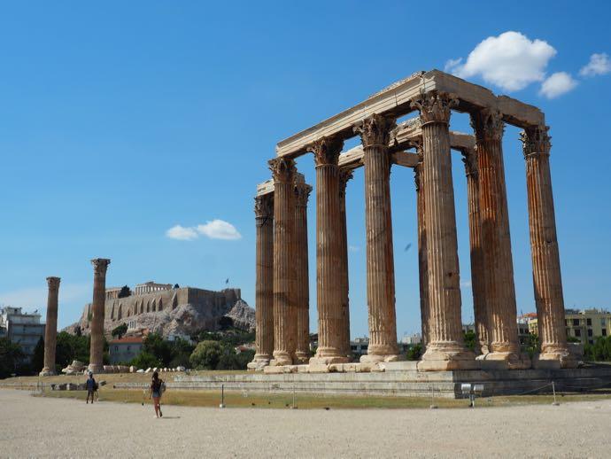ゼウス神殿から見えるアクロポリスの丘